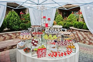 Round wedding catering table with di
