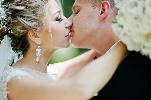 Stylish and gorgeous kissing wedding
