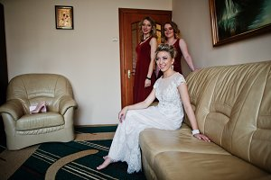 Blonde bride with bridesmaids wear o