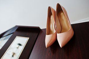 Rose wedding brides shoes on high he