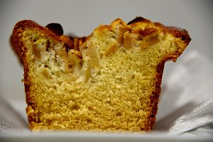 Sponge cake with apples
