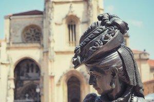 Cathedral and regenta statue in Astu