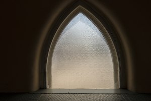 Arched window with structured glass