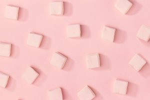 White marshmallows pattern on pink