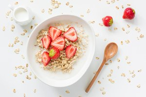 Oatmeal porridge with strawberries