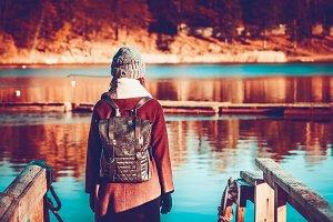girl traveler, in autumn clothes