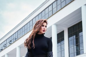 Street fashion: girl in black