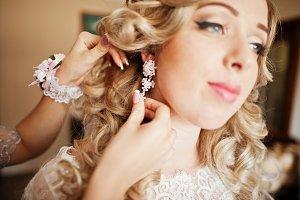 Bridesmaids and bride preparing at r