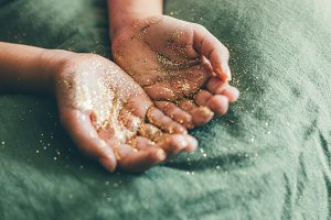 Glitter in girl hands