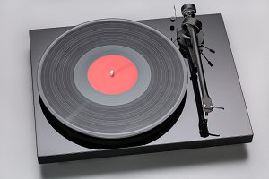 Play & listen to vinyl music records