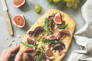 Flatbread or pizza with figs