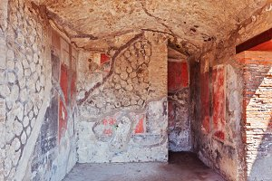 Pompeii frescoes in ruined house