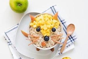 Oatmeal porridge for kids, food art!
