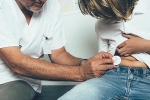 Doctor helps to put a insulin pump