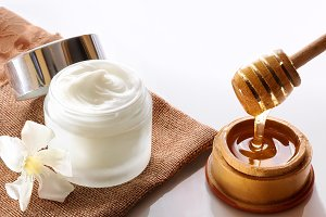 Honey moisturizer top view