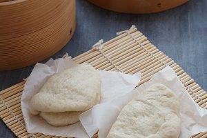 Gua bao, steamed buns in bamboo