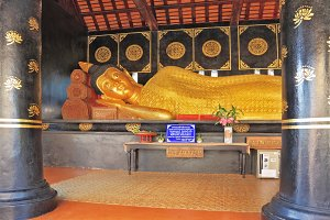 Statue of the Lying Buddha