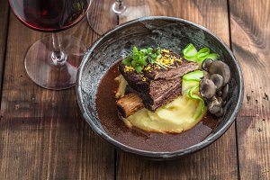 Slowly stewed beef short ribs with