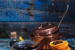 Mulled wine in copper cups with