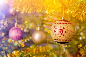 Christmas-tree decoration bauble on