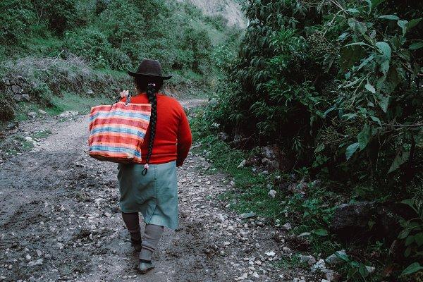 People Images - Las Mujeres de Peru