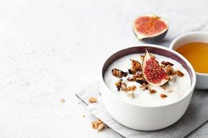 Homemade yoghurt with granola