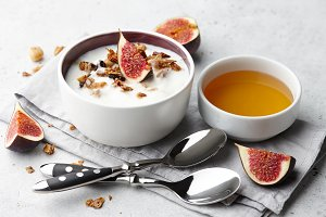 Homemade yoghurt with granola