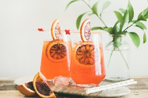 Aperol Spritz alcohol cocktail with