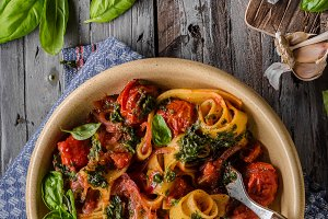 Tomato pasta basil