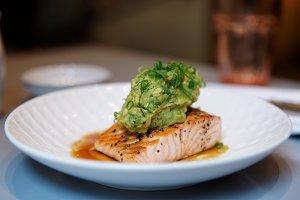 Salmon steak with guacamole
