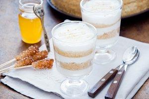 Honey and Greek yogurt dessert