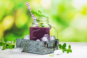 Purple berry smoothie, raw food diet