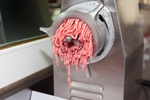 Mincer machine with fresh meat