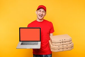 Delivery man in red cap t-shirt givi