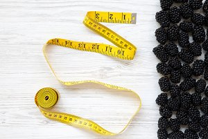 Blackberries and yellow measuring