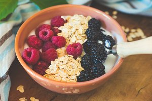 Smoothie yogurt bowl with oats, berr