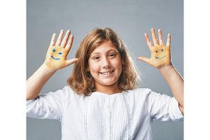 the girl shows hands with drawn
