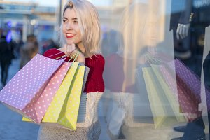 Shopper woman walking and shopping i