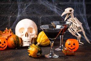 Halloweens spooky drink black