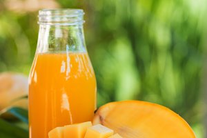 Fresh mango juice in the bottle outd