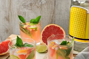 cocktail of gin and grapefruit