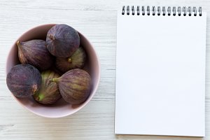 Fresh figs in a pink bowl and blank