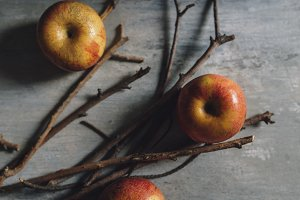 Apples and sticks for caramelized, m