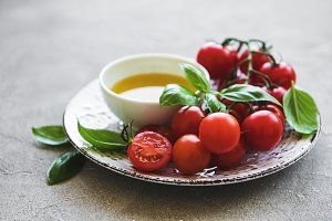 Plate with cherry tomatoes, olive oi