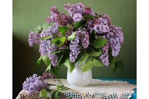 Bouquet of purple lilac