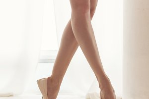 Ballerina. Legs in pointe shoes