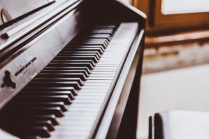 open classic piano