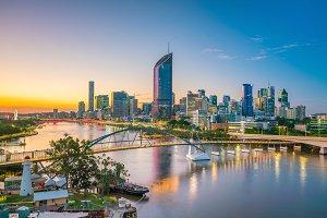 Brisbane city skyline and Brisbane r