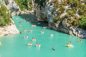 Travelling on canoes along the Verdo