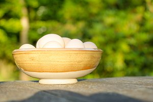 Bowl with chicken eggs.